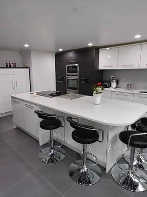 Patel Luxe White Gloss & Hacienda Black